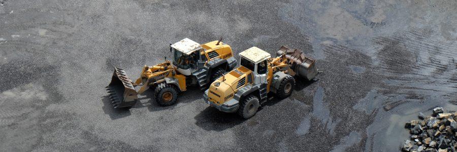 Zwei Radlader am Steinbruch Ruggell, Liebherr 566