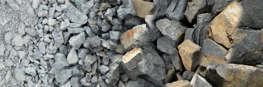 Collage verschiedener angebotener Produkte des Steinbruchs: Kies, Schotter, Planiematerial, Steine formwild